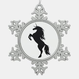 黒いユニコーンのシルエットの雪片のオーナメント スノーフレークピューターオーナメント