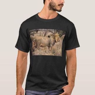 黒いライオンのワイシャツ Tシャツ