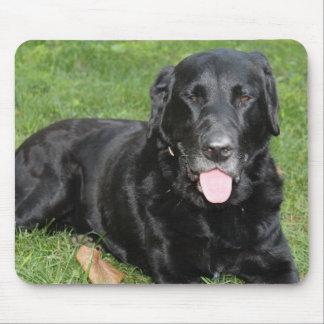 黒いラブラドル・レトリーバー犬のマウスパッド マウスパッド