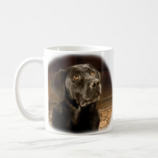 黒いラブラドル・レトリーバー犬のマグ コーヒーマグカップ