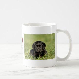 黒いラブラドル・レトリーバー犬の子犬 コーヒーマグカップ