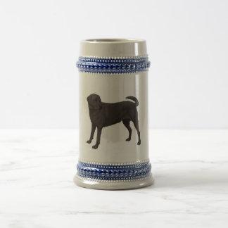 黒いラブラドル・レトリーバー犬ビールステイン ビールジョッキ