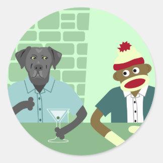 黒いラブラドル・レトリーバー犬及びソックス猿 ラウンドシール
