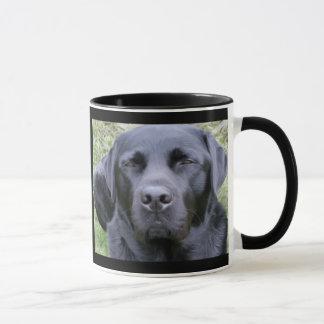 黒いラブラドル・レトリーバー犬 マグカップ