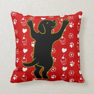 黒いラブラドールの子犬の抱擁枕 クッション