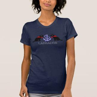 黒いラブラドールの着席の輪郭の航海のなTシャツ Tシャツ