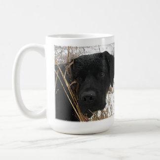 黒いラブラドール-季節の終わりの狩り コーヒーマグカップ