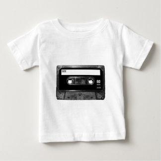 黒いラベルのカセットテープ ベビーTシャツ