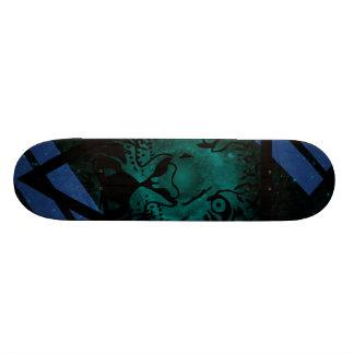 黒い三角形が付いているティール(緑がかった色)のヒップスターのトラの星雲 18.7CM ミニスケートボードデッキ