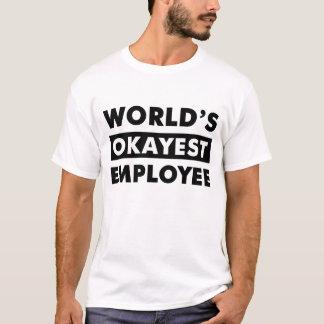 黒い世界のOkayestの従業員の名前入りなワイシャツ Tシャツ