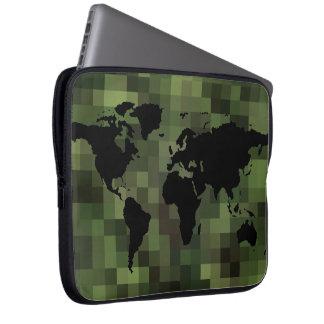 黒い世界地図の~の緑ピクセル ラップトップスリーブ