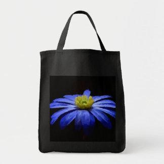 黒い再使用可能の美しく青い花のマクロ トートバッグ