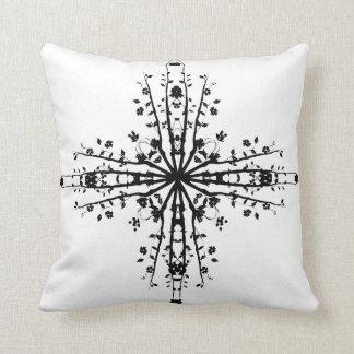 黒い十字つる植物の枕 クッション