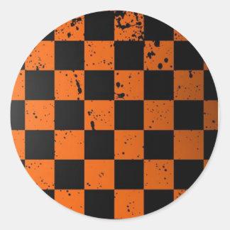 黒い及びオレンジチェッカーボードの円形のステッカー ラウンドシール