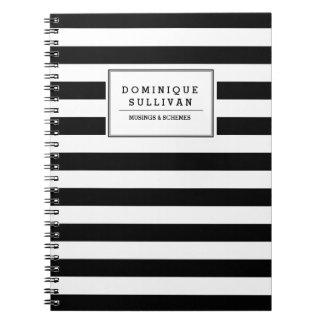 黒い及び白のストライプの名前入りなノート ノートブック