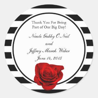 黒い及び白のストライプの結婚の赤いバラ ラウンドシール