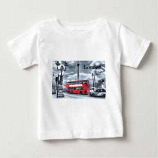 黒い及び白(St.K)のロンドンバス ベビーTシャツ