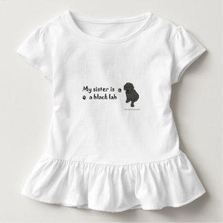 黒い実験室の子犬-多くは繁殖します トドラーTシャツ