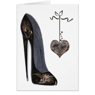 黒い小剣の靴およびハート グリーティングカード