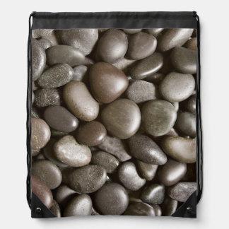 黒い川の石の自然の禅の小石 ナップサック