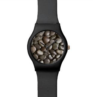 黒い川の石の自然の禅の小石 腕時計