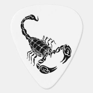 黒い手描きの蠍の落書き ギターピック