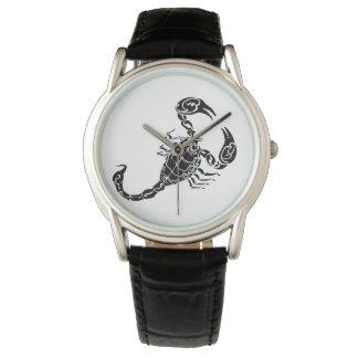 黒い手描きの蠍の落書き 腕時計