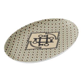 黒い旧式の鍵が付いている鍵穴パターン 磁器大皿