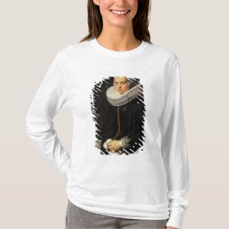 黒い服の女性のポートレート Tシャツ