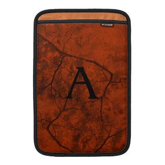 黒い枝を持つ深いオレンジ MacBook スリーブ