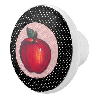 黒い水玉模様で白い赤いりんご セラミックノブ