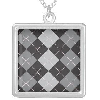 黒い灰色のアーガイル柄のなパターン シルバープレートネックレス