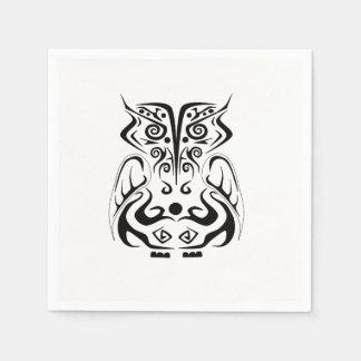 黒い種族の入れ墨のフクロウのナプキン スタンダードカクテルナプキン