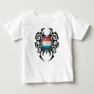 黒い種族の割れたルクセンブルクは印を付けます ベビーTシャツ