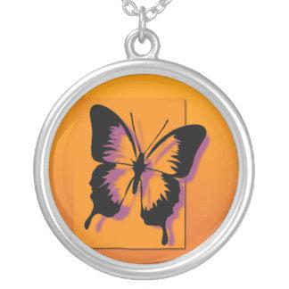 黒い紫色の蝶 シルバープレートネックレス