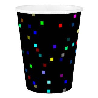 黒い背景のカラフルの正方形パターン 紙コップ