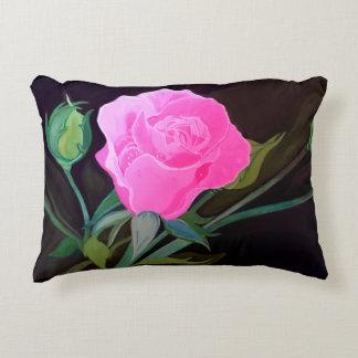 黒い背景のピンクのバラの枕 アクセントクッション
