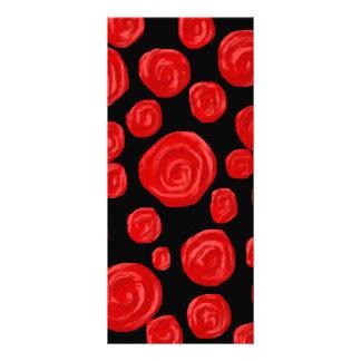 黒い背景のロマンチックで赤いバラ ラックカード