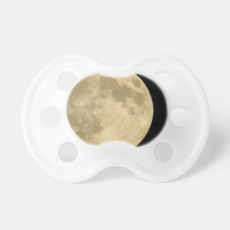 黒い背景の満月 おしゃぶり