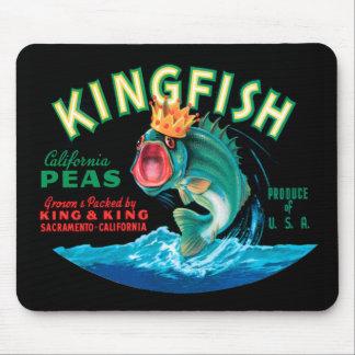 黒い背景の王冠を身に着けている低音の魚 マウスパッド