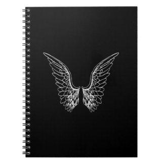 黒い背景の白い天使の翼 ノートブック