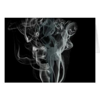 黒い背景の白い煙 カード