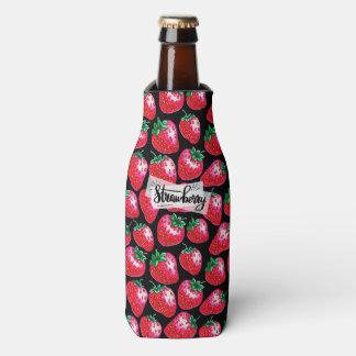黒い背景の赤いいちご ボトルクーラー