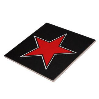 黒い背景の赤い星 タイル