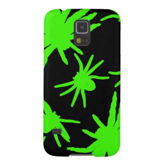 黒い背景を持つ緑のくも GALAXY S5 ケース