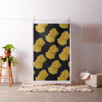黒い背景、綿材料の黄色バラ ファブリック