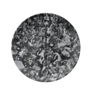 黒い背景#1の白いインク 磁器プレート