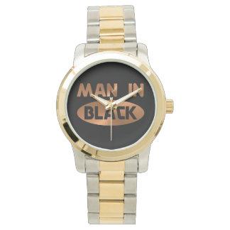 黒い腕時計の人 腕時計
