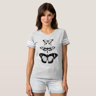 黒い蝶タイポグラフィのデザイン Tシャツ