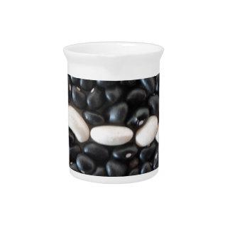 黒い豆及び陰刻パターン ピッチャー